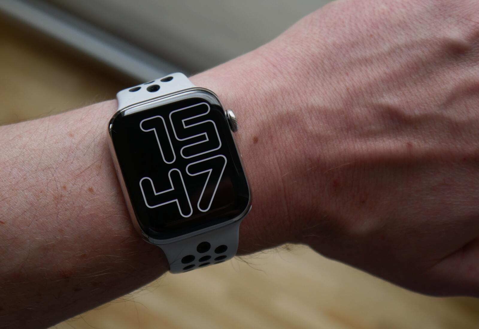 Apple Watch Series 6 Hand