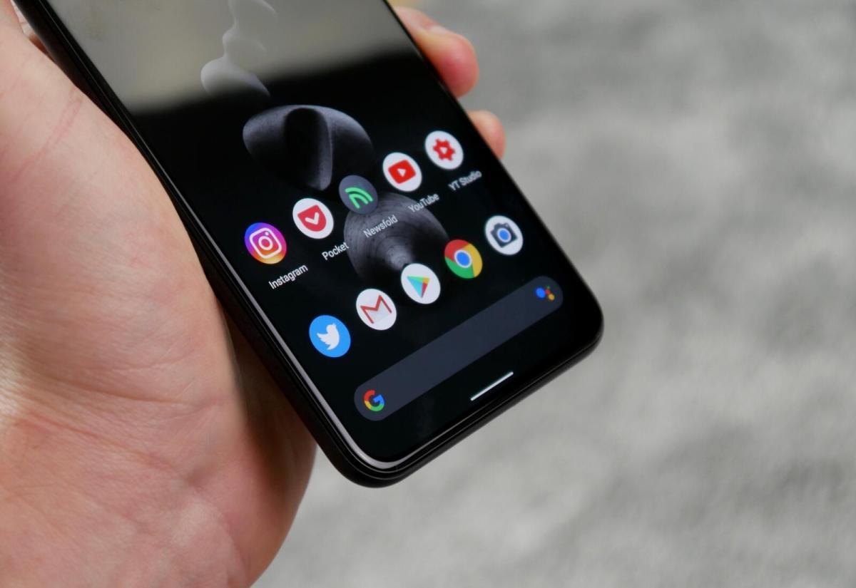 Google Pixel 5 Hand Detail