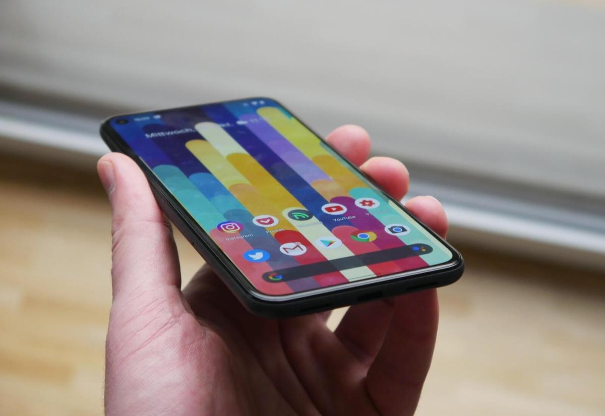 Google Pixel 5 Hand Seite