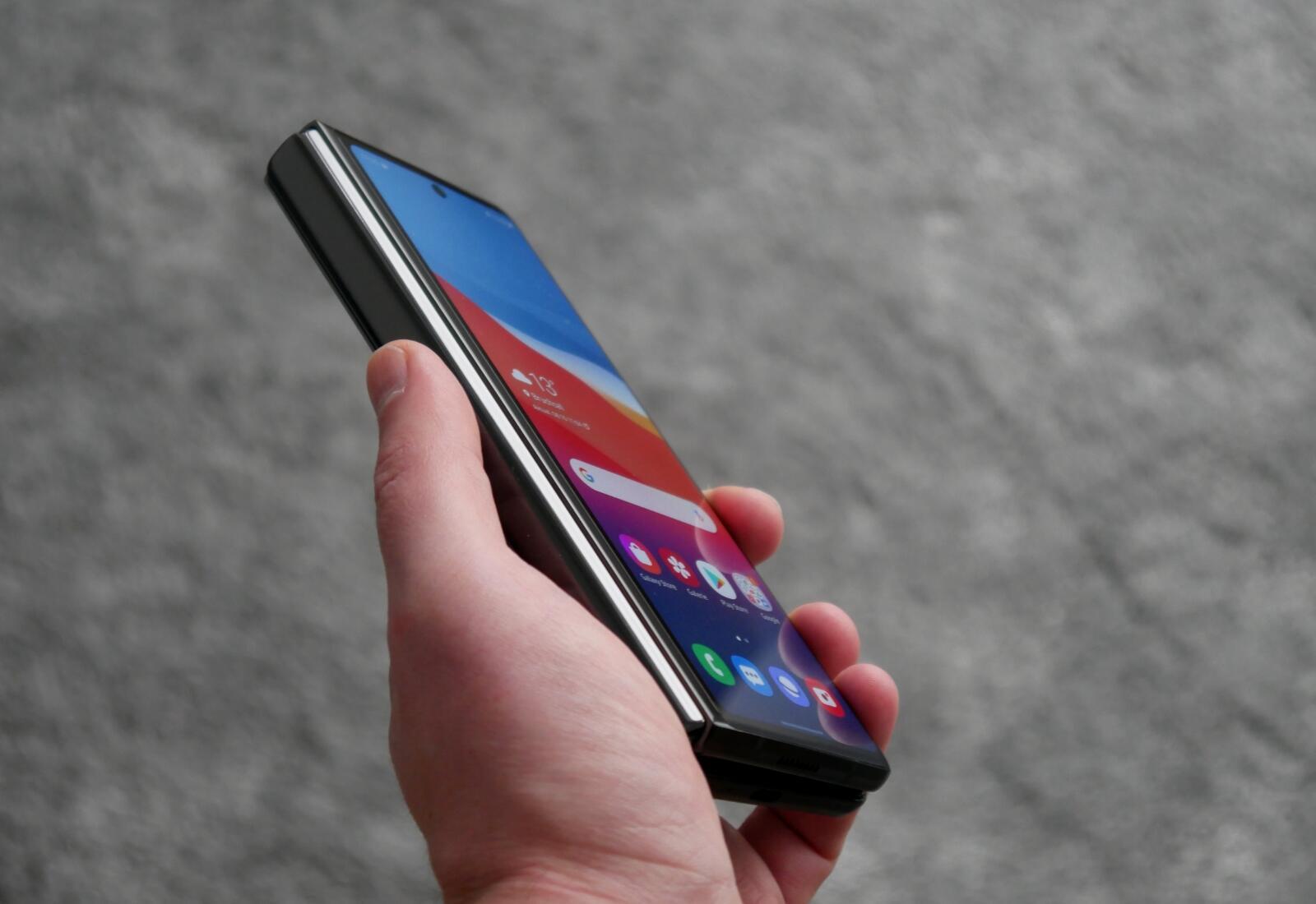 Samsung Galaxy Z Fold 2 Display Seitlich