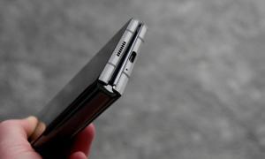 Samsung Galaxy Z Fold 2 Unten