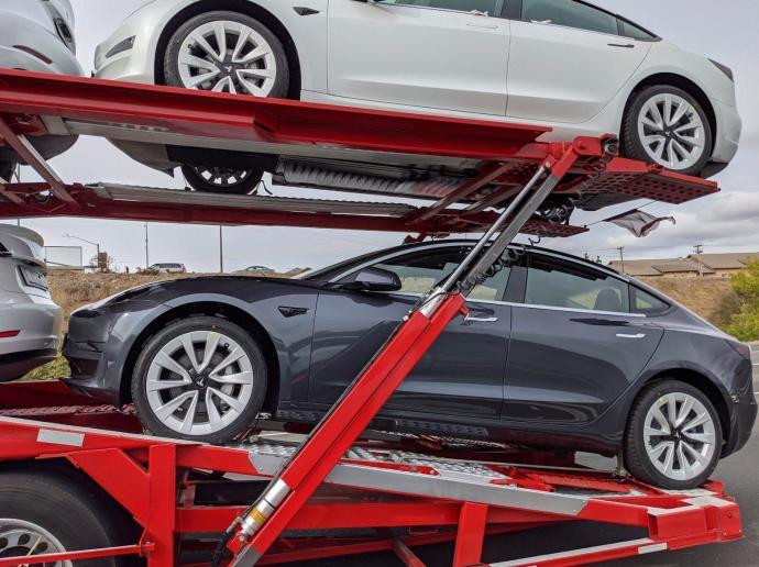Tesla Model 3 2021 Bild2