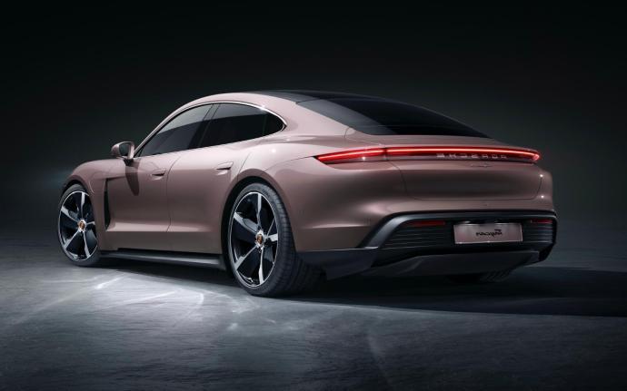 Porsche Taycan Header