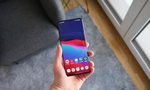 Samsung Galaxy S21 Ultra Hand