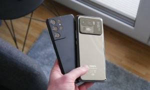 Samsung Galaxy S21 Xiaomi Mi 11 Ultra Hand Back