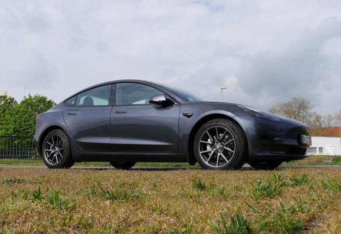 Tesla Model 3 2021 Seite