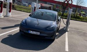 Tesla Model 3 2021 Supercharger