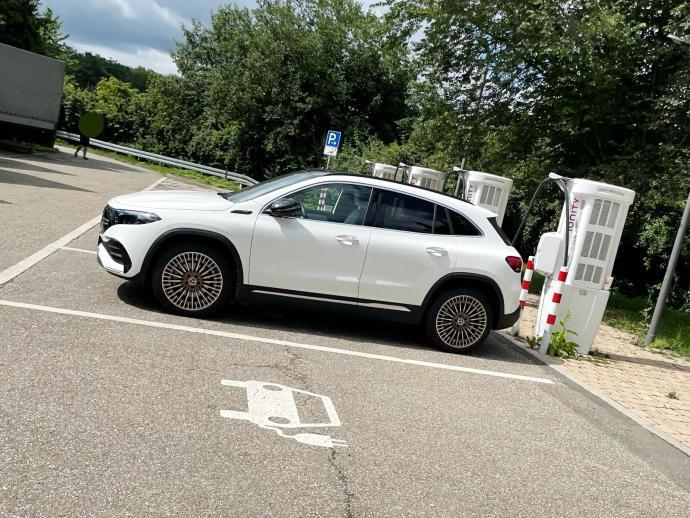 Mercedes Benz Eqa Ionity