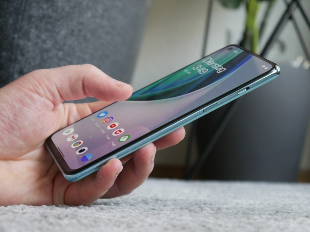 Oneplus Nord 2 Hand