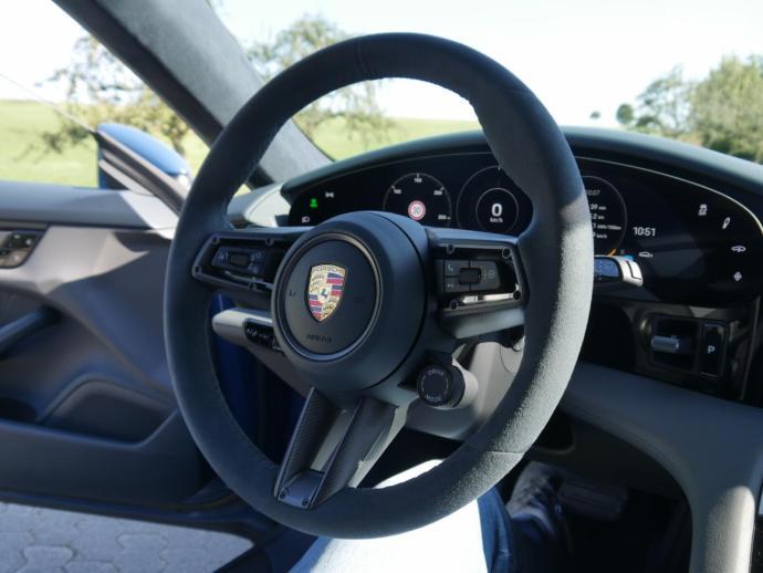 Porsche Taycan Cross Turismo Lenkrad