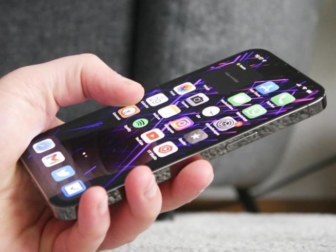 Apple Iphone 13 Pro Hand