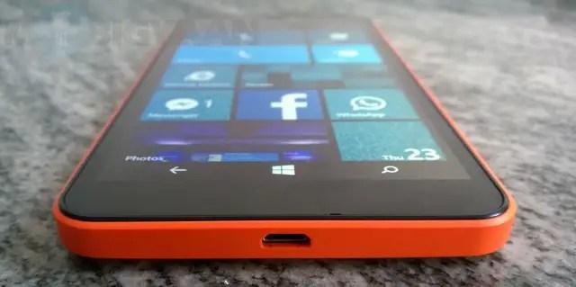 Microsoft-Lumia-640-XL-Dual-SIM-Review-11