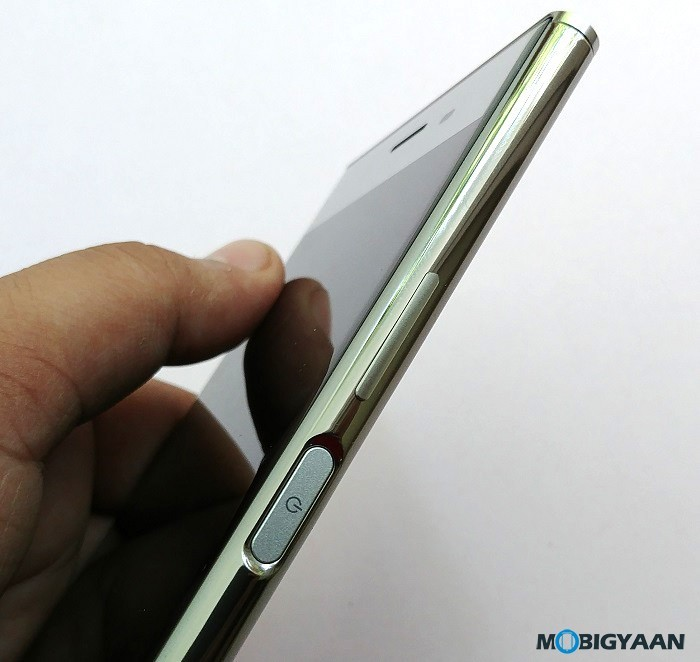 Sony-Xperia-XZ-Premium-Hands-on-Review-Images-11