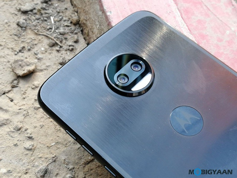 Motorola-Moto-Z2-Force-Hands-on-Review-Images-2