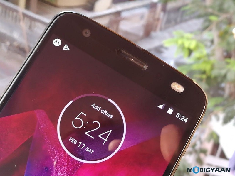 Motorola-Moto-Z2-Force-Hands-on-Review-Images-4