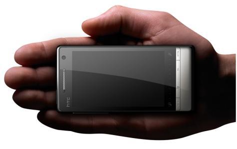 HTC Touch Diamond2 kädessä