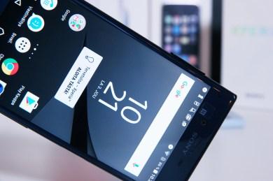 Sony Xperia XZ, näyttö.