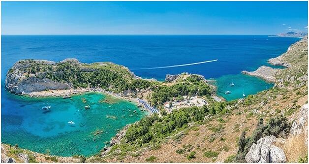 Greklands största ö är ett bra resmål som erbjuder vackra stränder, en hel del kultur som Knossos-palatset och charmiga hamnstäder som Chania och Rethymon