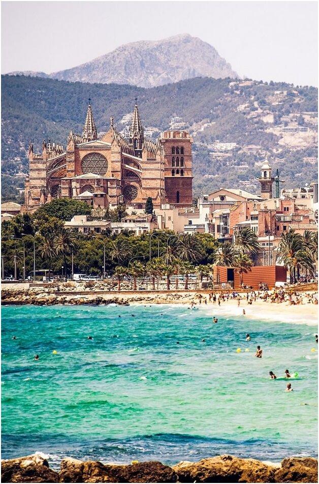 Mallorca toppar listan över Spaniens bästa öar och utsågs till den näst bästa ön i Europa och den sjätte bästa i världen av TripAdvisor.