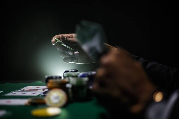 Få rätt kort i poker och låt din kunskap i spelet skina