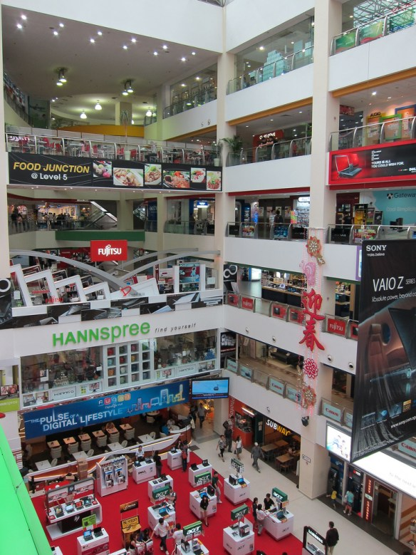 5376515921_76600147a9_b Best Places For Electronics Shopping In Singapore