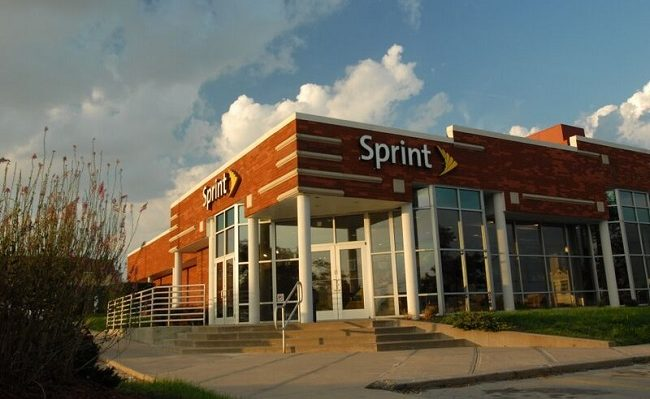 Sprint loses out as customers depart
