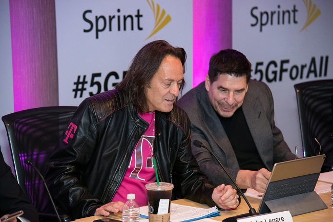 FCC chief backs T-Mobile, Sprint merger