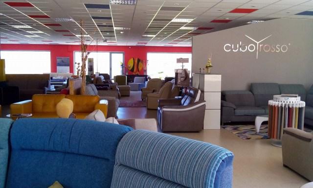 mobili-franco-filo-rosso-divani-01