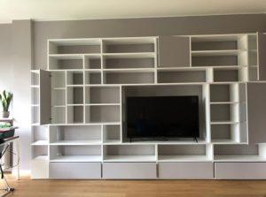 Non solo, le pareti attrezzate moderne presentano una certa modularità e versatilità, offrendo diverse soluzioni di fissaggio per personalizzare progetti e forme. Pareti Attrezzate Moderne In Legno La Collezione Di Mirandola Mobilificio Mirandola