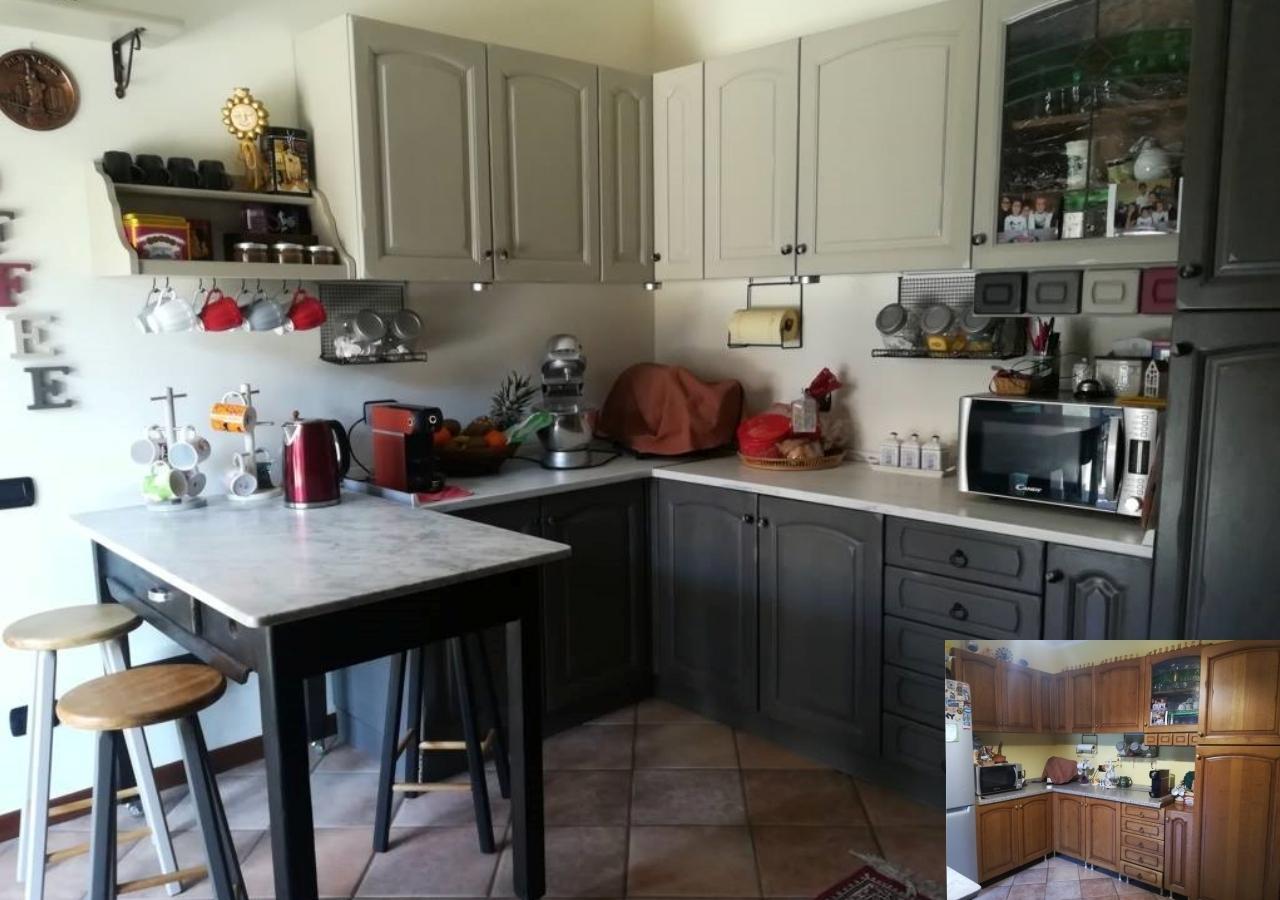 In questa cucina bianca il pavimento giallo è accostato a una parete dello stesso colore e delineato da dettagli grigi. Colora Le Ante E La Cucina Torna Nuova Idee Passaggi E Foto Mobili Per Passione
