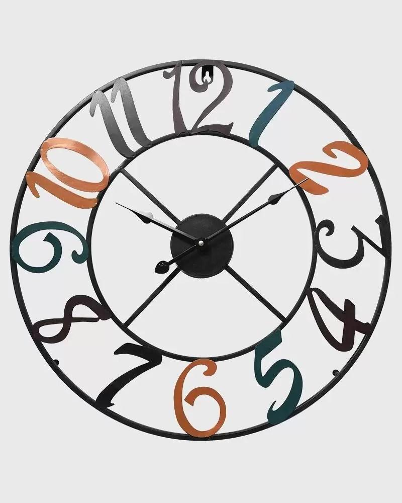 orologio square orologio moderno dalle forme lineari e geometriche in legno laccato, modello da parete. Orologio Da Parete Moderno In Metallo Con Numeri Colorati Mobili Rebecca