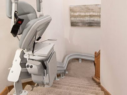 stair-lift-bruno-elite-curved-indoor-chair-folded-top-of-steps
