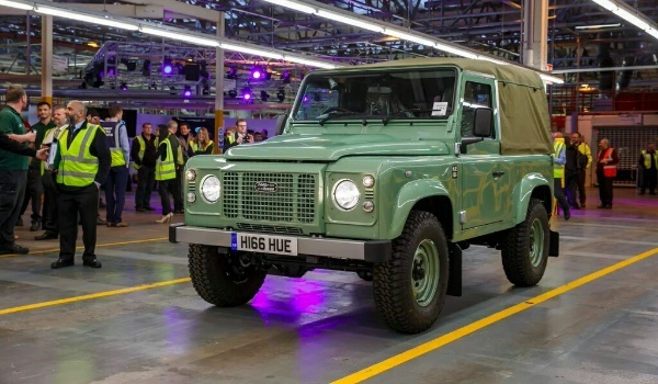 Land Rover Defender -lastfront