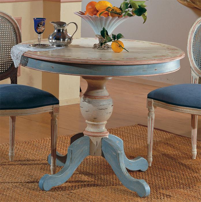 Tavolino francesecon decori legno di abetebianco. Foto Dinner Mobili Veneti