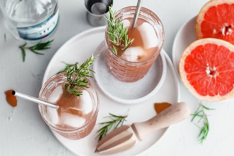 Gin Tonic cocktail mit Grapefruitsaft