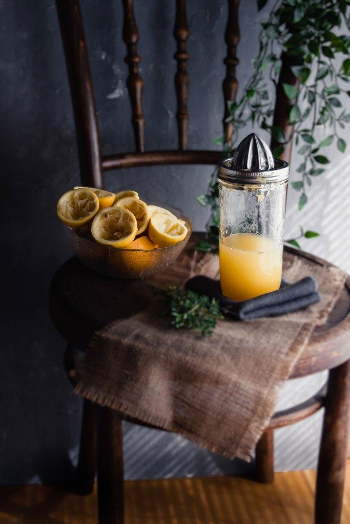 Ausgepresste Zitronen und Orangen
