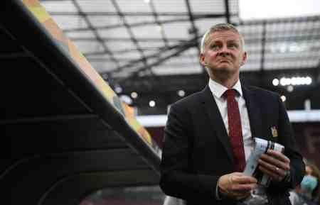 Latest Manchester United manager odds revealed after 'OleOut' trends