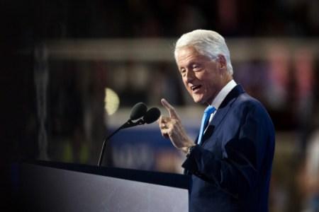 Former US President Clinton discharged from hospital | पूर्व अमेरिकी राष्ट्रपति क्लिंटन को अस्पत ...