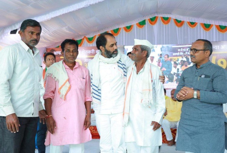 Maharashtrabjp72 Hour Long Hunger Strike In Latur For Aid To Rain-hit Farmers Ends – महा ...