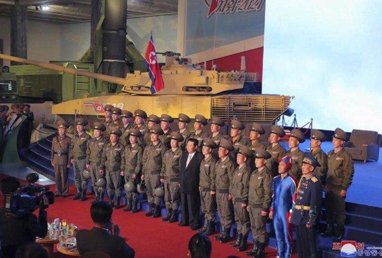North Korean Soldier In Blue Uniform With Kim Jong Un Creates Buzz On Social Media – उत्तर ...