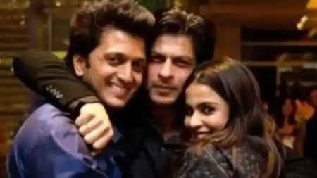 shahrukh khan once called riteish deshmukh and said i can marry you after receiving iphone as gi ...