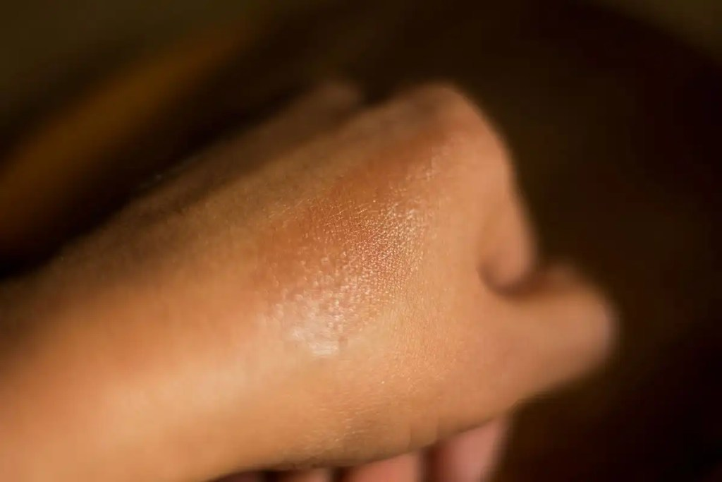 W3ll People bio bronzer swatch