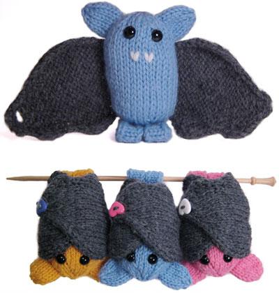 Boo the Bat - Free knitting pattern @ http://mochimochiland.com/2008/10/boo/