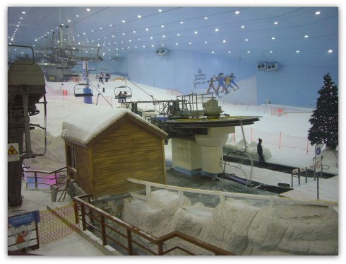 a famous indoor ski resort in Dubai