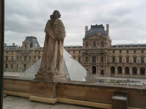 Louvre museum exterior
