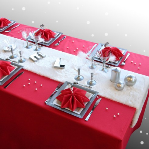 Christmas table setting red