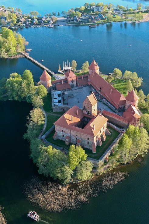 Trakai Island Castle in Lake Galvė, Lithuania 2