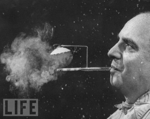 the-most-bizarre-old-timey-inventions-smoking-umbrella