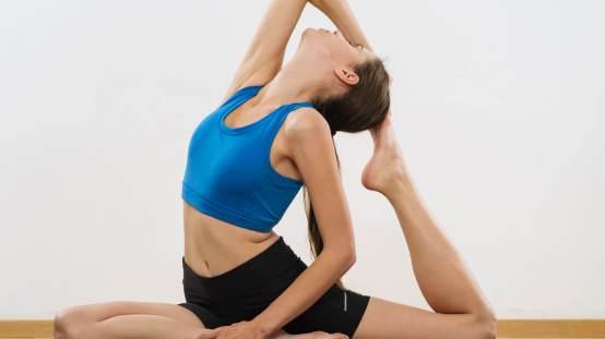 yoga yaparken kıyafet seçimi