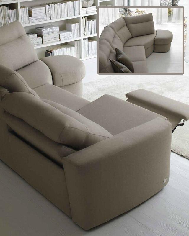 Doimo Salotti: divano Palace con angolo rivestito con il tessuto.